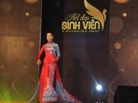 Sinh viên Trần Hoàng Phương Trang rạng rỡ nổi bật trong đêm bán kết